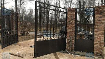 Распашные кованые ворота с автоматикой