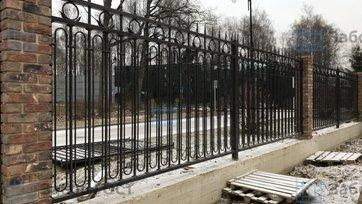 Ковано сварной забор на ленточном фундаменте